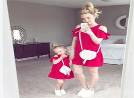 Foto van: Baby peuter benodigdheden family matching outfits mother and daughter women girls dress off shoulder
