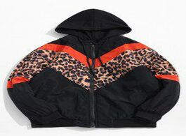 Foto van: Heren jassen contrast color leopard chevron print hooded jacket